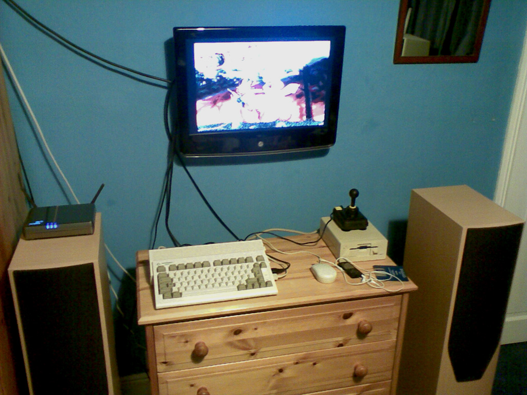 "Amiga A600HD on 27"" LCD"