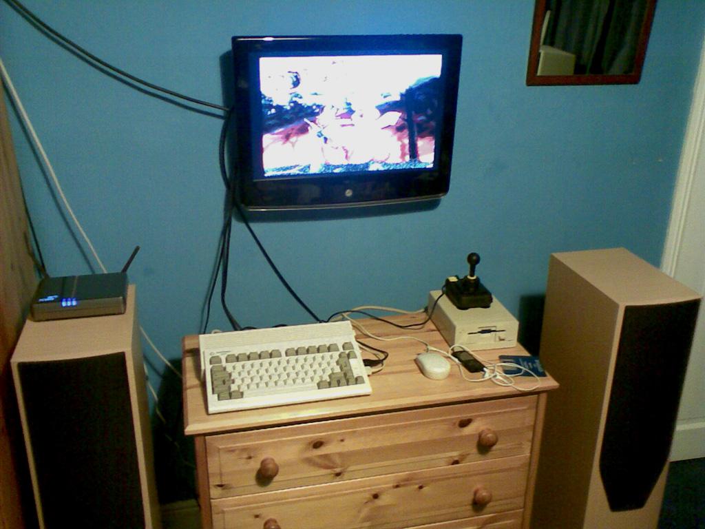 "Amiga A600HD on 27"" LCD"